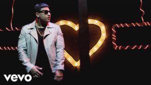Carlitos Rossy – La Distancia (Video Oficial)