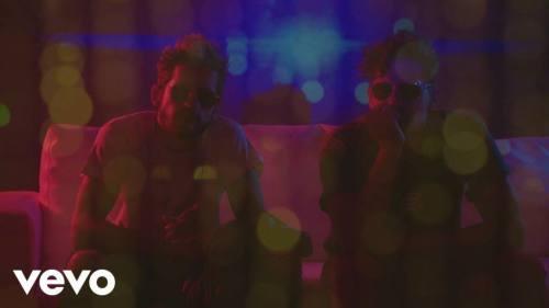 Mau y Ricky ft Becky G – Mal de la Cabeza (Video Lyric Oficial)